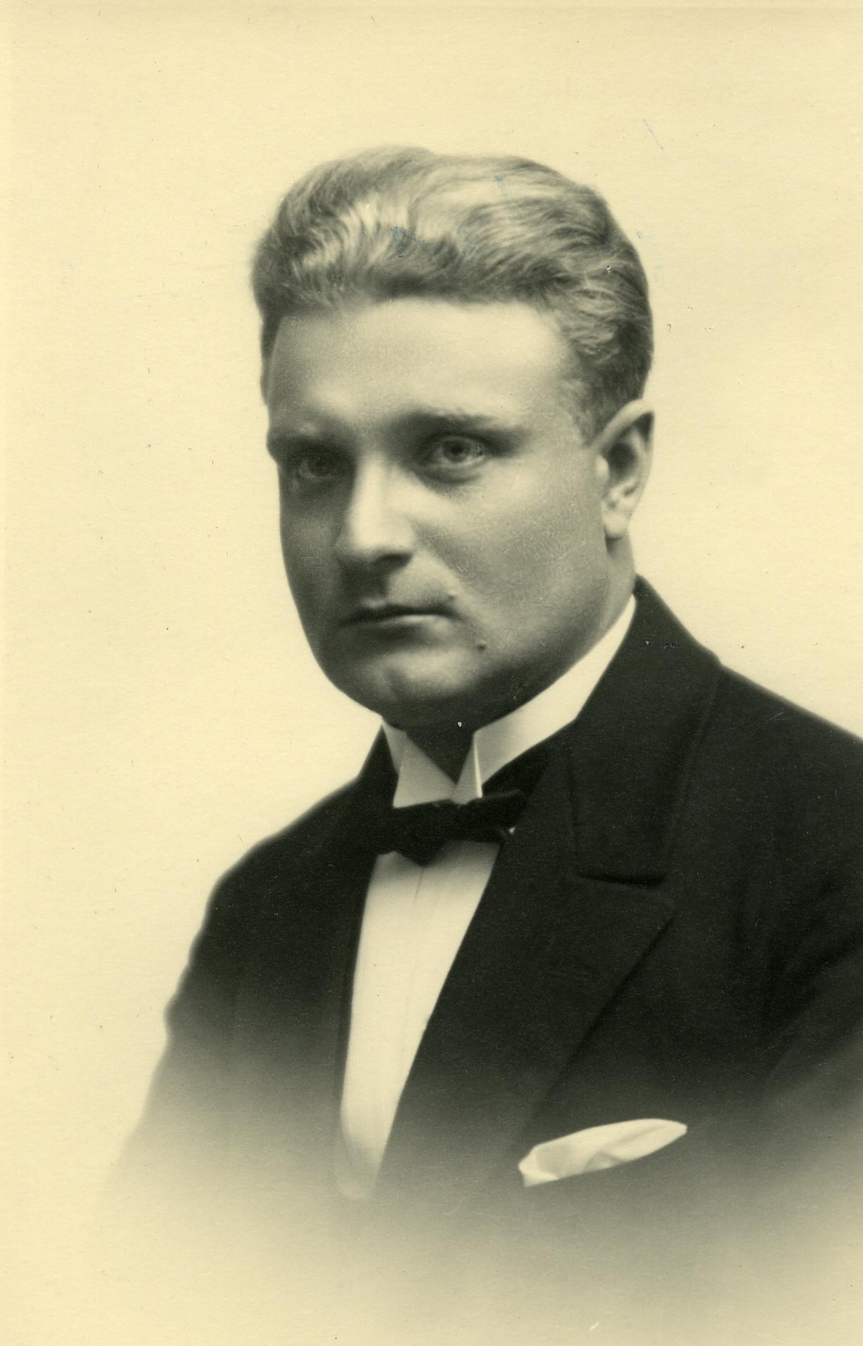 August Jakobson