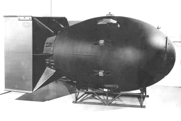 """Tuumapomm koodinimega """"Fat Man"""", mis visati Jaapani linnale Nagasakile 9. augustil 1945 (Wikipedia)"""