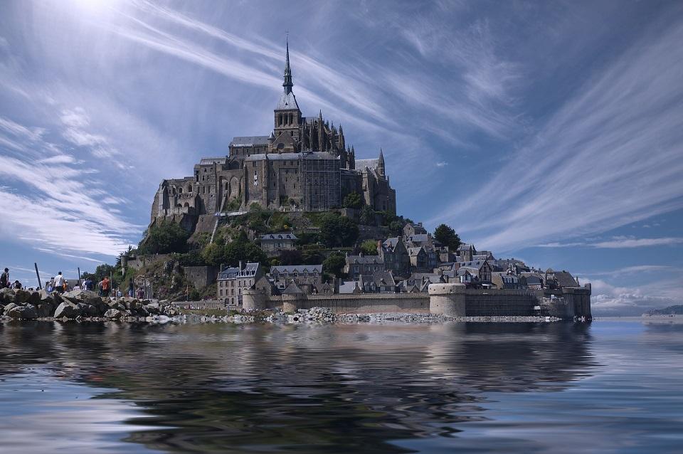Näide mitmekihilisest turvalisusest: Mont Saint Michel