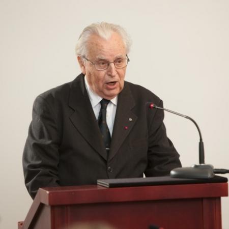 Juubelikonverentsil ettekannet pidamas (2012)